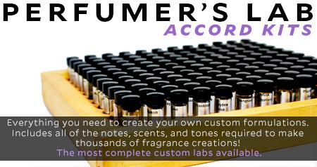 Kits d'accord de laboratoire de parfumeurs. La trousse de laboratoire de notre parfumeur contient tout ce dont vous avez besoin pour créer vos propres formulations personnalisées. Il comprend toutes les notes, les parfums et les tons nécessaires pour créer des milliers de créations de parfums personnalisés! Vraiment, ces laboratoires de parfumeurs sont les laboratoires personnalisés les plus complets disponibles.
