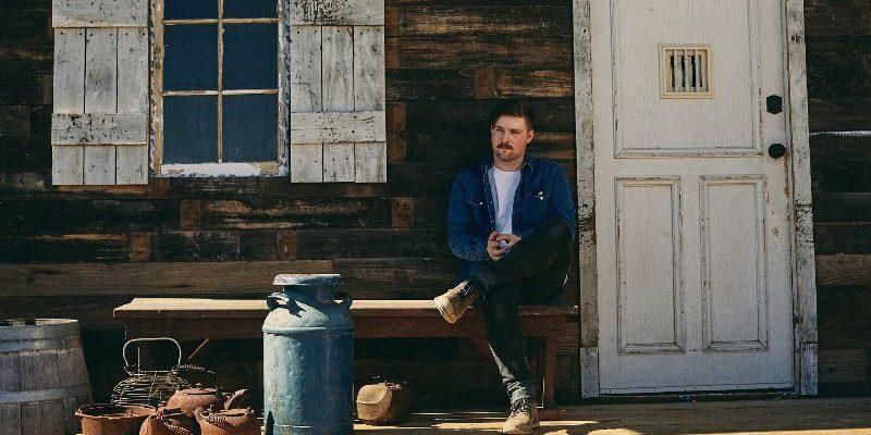 """""""Les choses demandent beaucoup de travail, et c'est ce dont parle vraiment le disque"""" - Cory Wells parle de son premier album (Interview) - VultureHound Magazine"""
