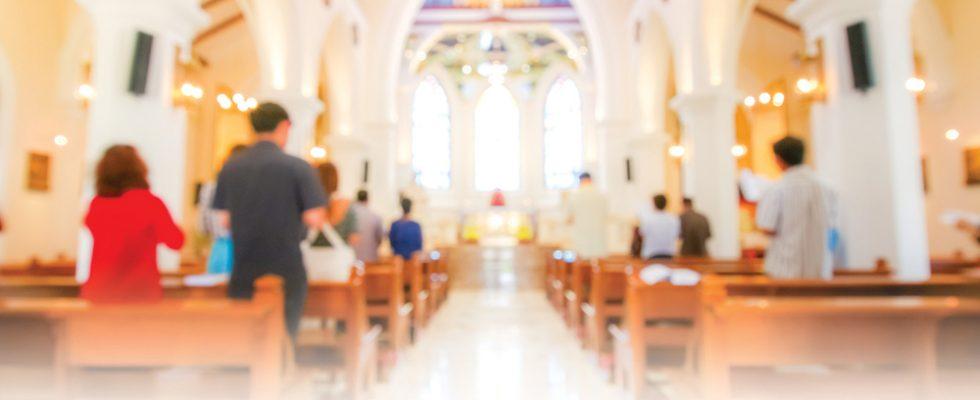 Encens, bougies, cloches: à la découverte des sens de la messe