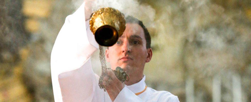 L'histoire de l'encens et pourquoi il est utilisé à la messe
