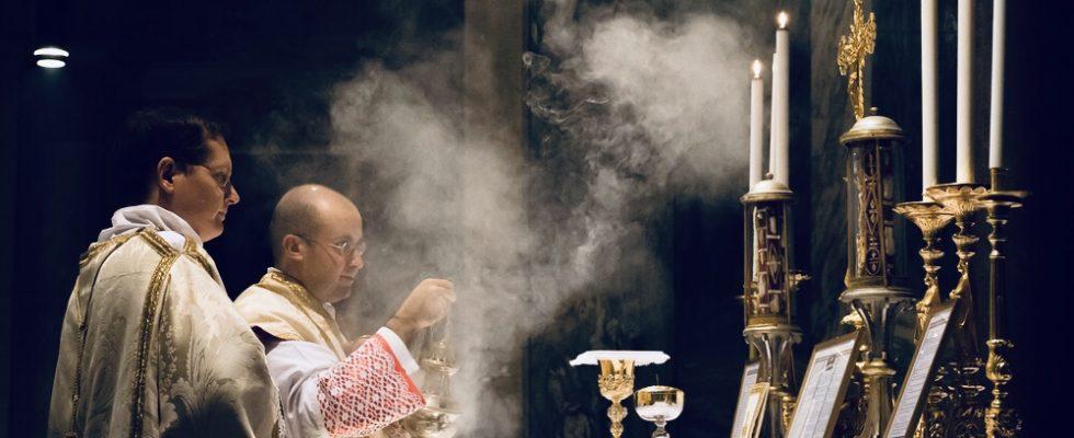 Pourquoi l'Église utilise de l'encens à la messe