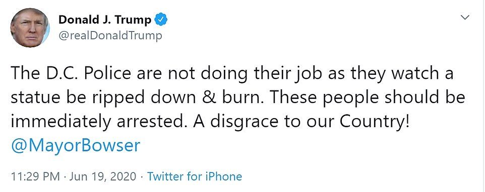 Le président Donald Trump s'est immédiatement rendu sur Twitter vendredi soir pour critiquer la destruction de la statue