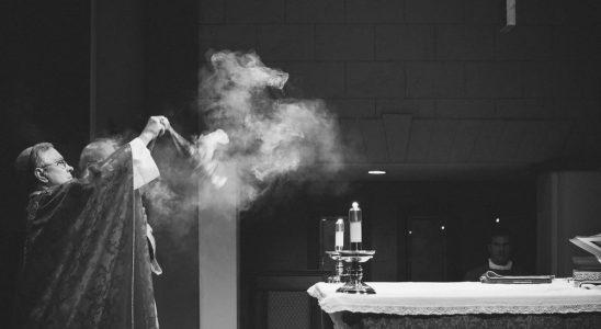 Pourquoi l'Église catholique utilise de l'encens