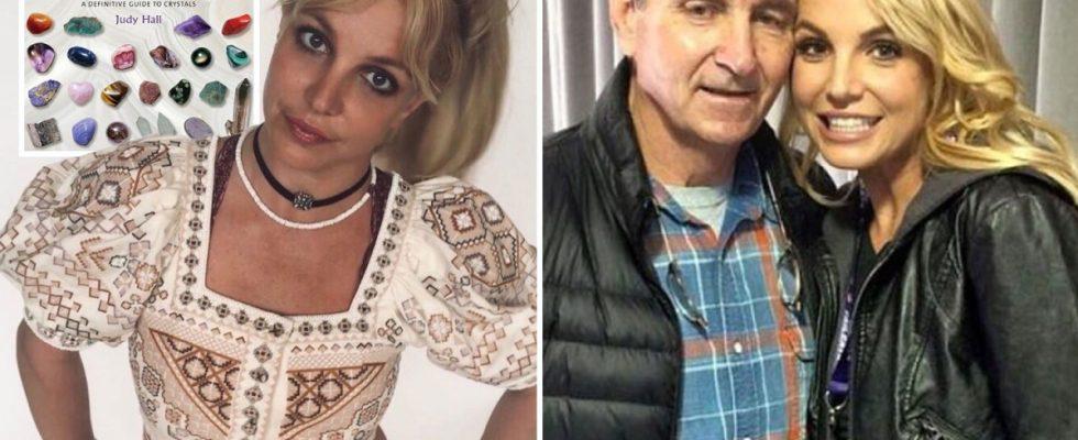 Britney Spears prie pour `` plus de confiance '' en utilisant des cristaux alors qu'elle `` se retrouve '' après avoir perdu la bataille de la tutelle