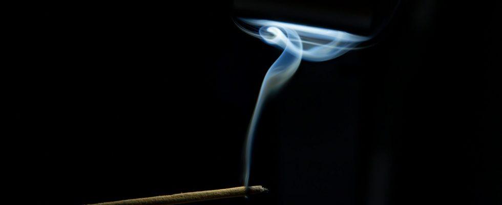 10 avantages de brûler des bâtons d'encens au bois de santal