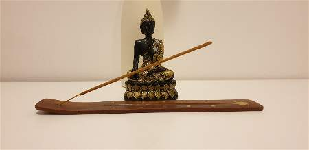 Statue de Bouddha et encens