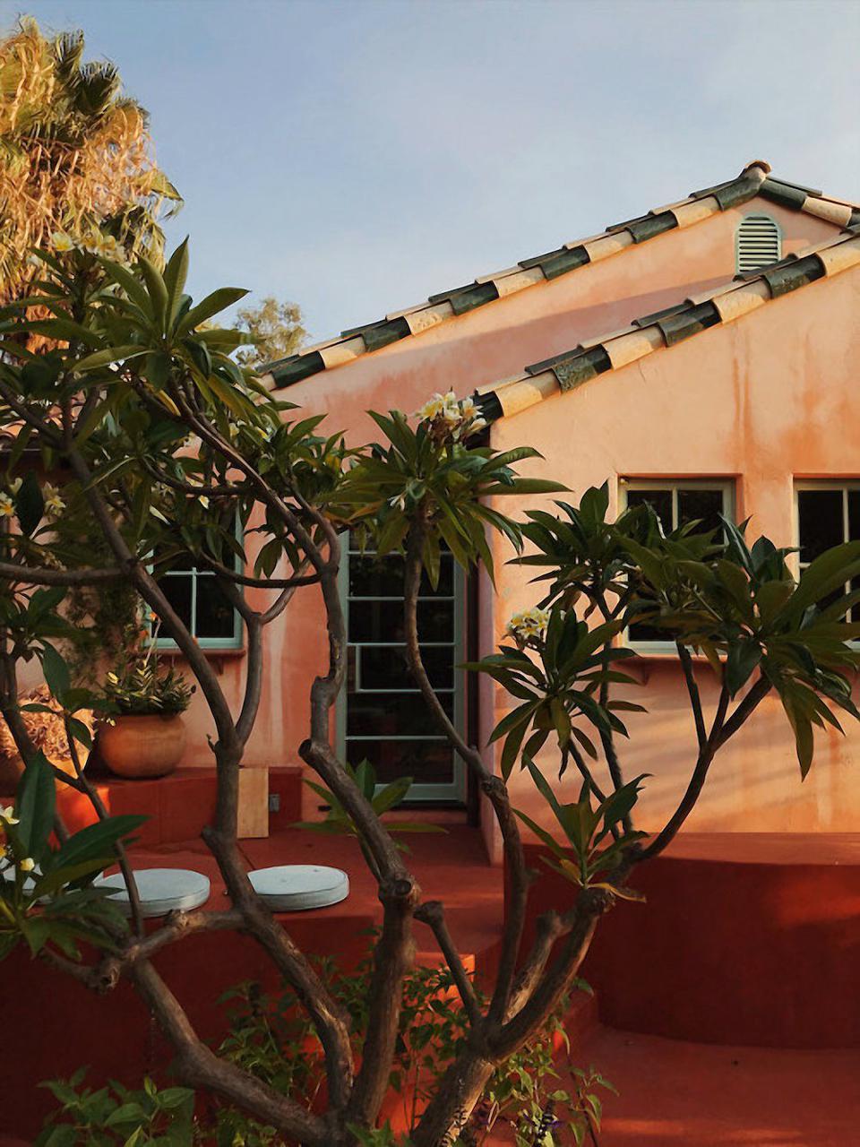 Flamingo Estate est une destination de style de vie de bien-être à Los Angeles située au sommet d'Eagles Rock