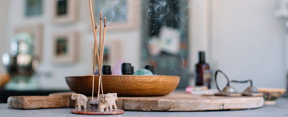 7 bâtons d'encens à ajouter à vos rituels de soins personnels
