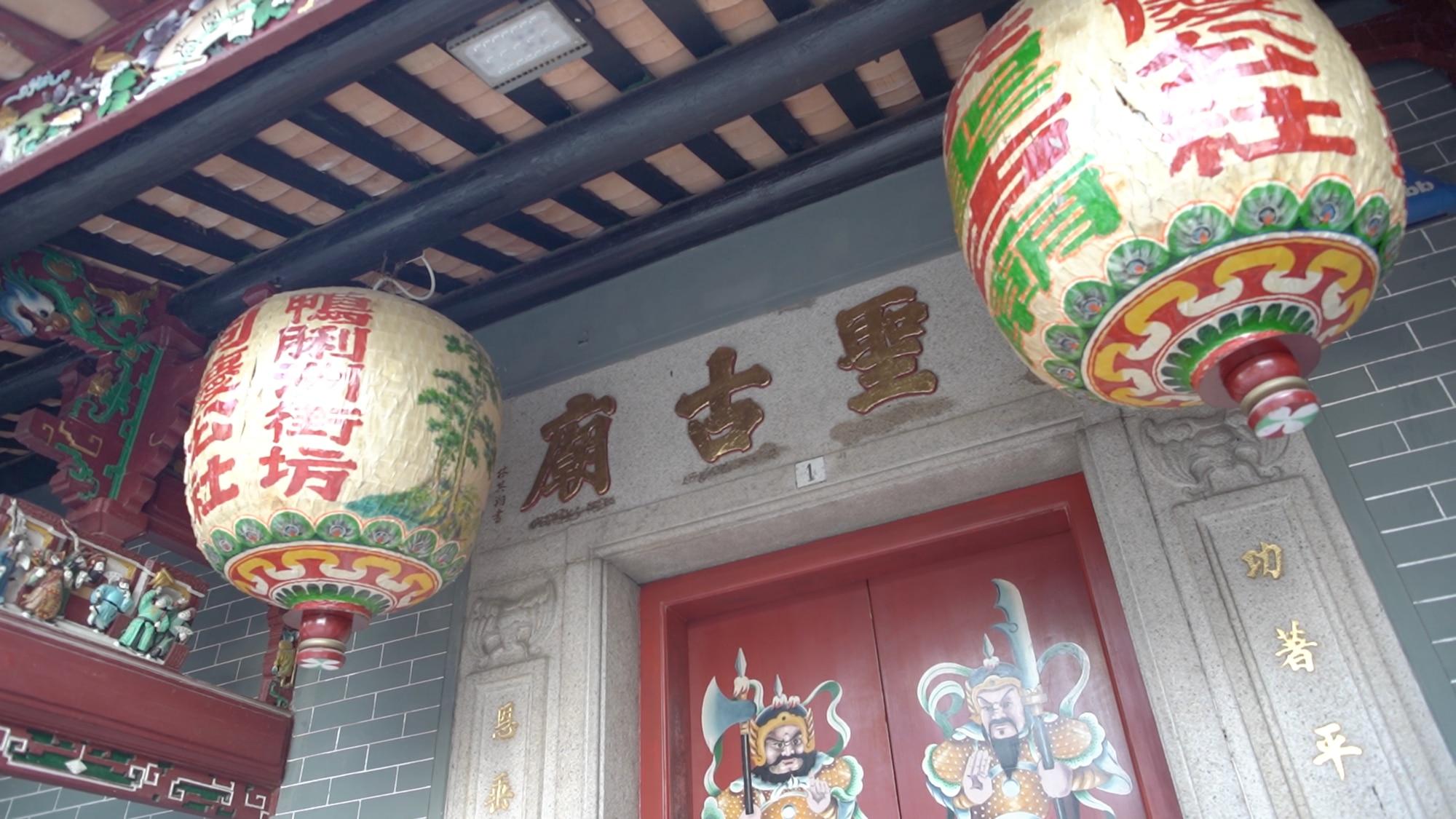 Le temple Hung Shing à Aberdeen est le tout premier temple visité par Stacy à Hong Kong.
