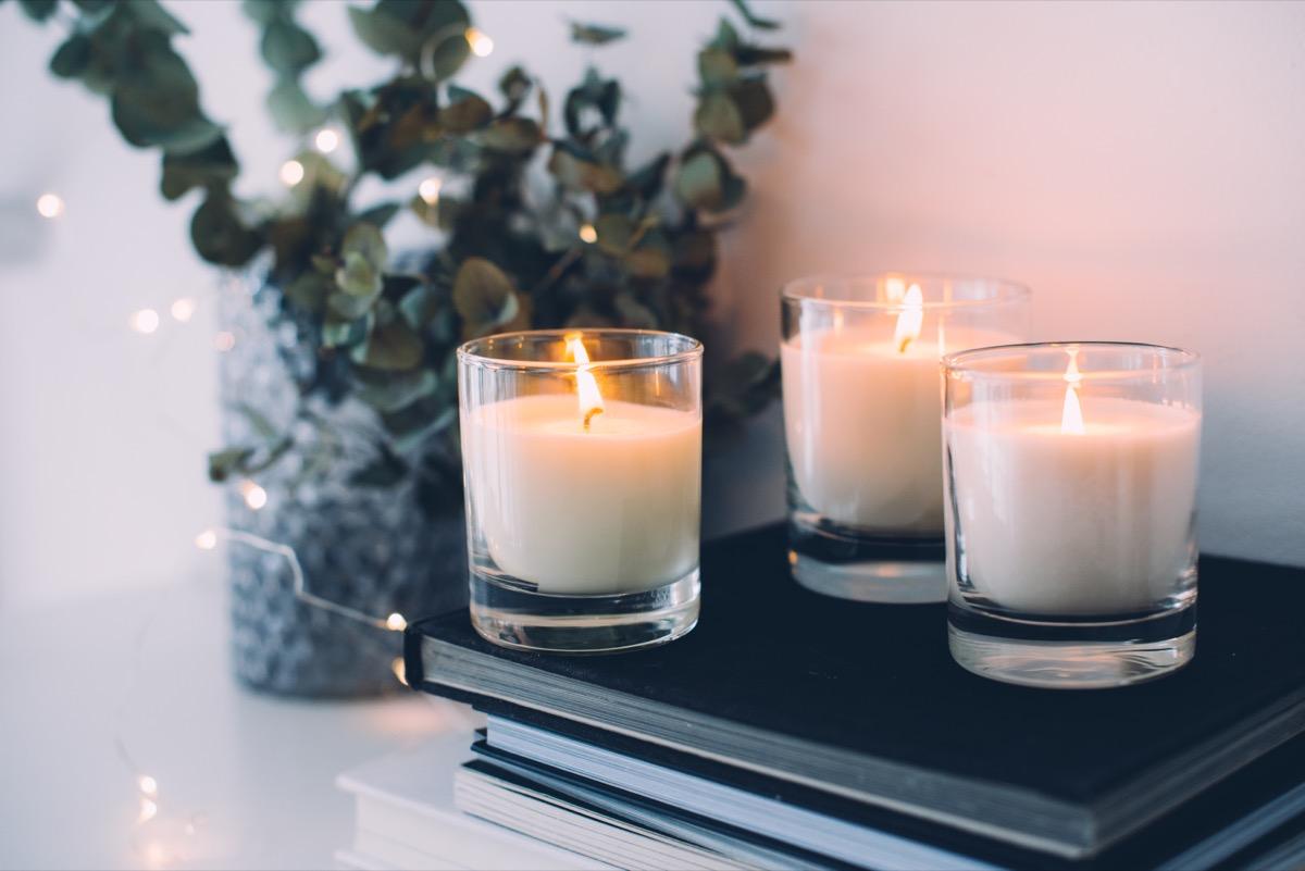 décoration de la maison confortable bougies allumées