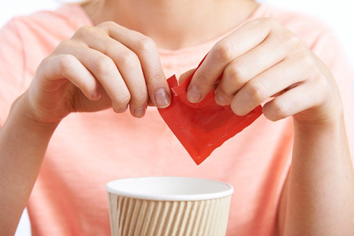 édulcorant artificiel dans le café